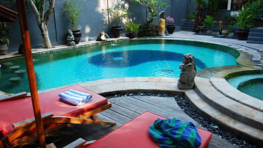 GREAT LOCATION BOUTIQUE RESORT BUSINESS FOR SALE PATONG WITH RESTAURANT