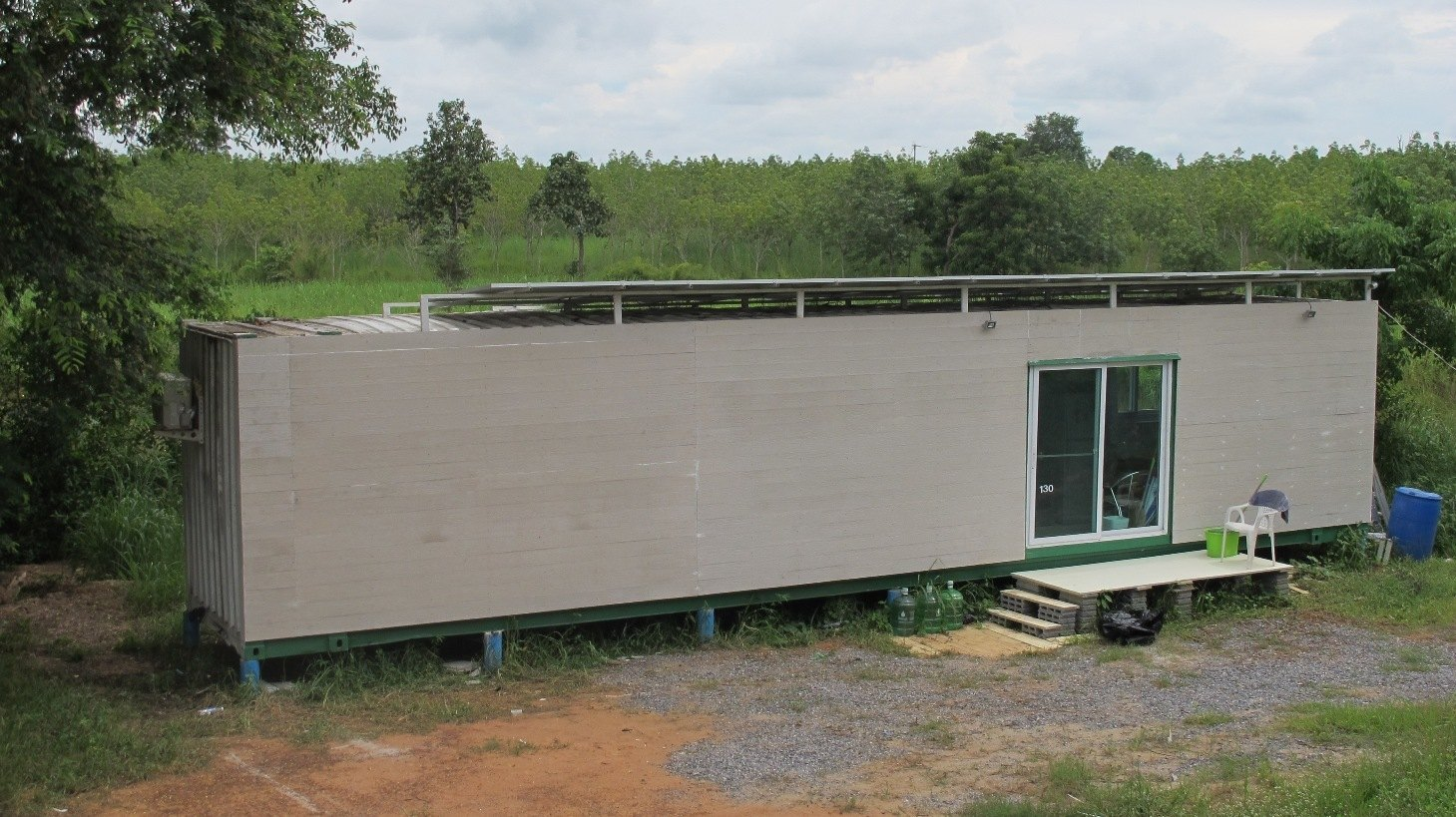 CONTAINER HOME WITH SOLAR
