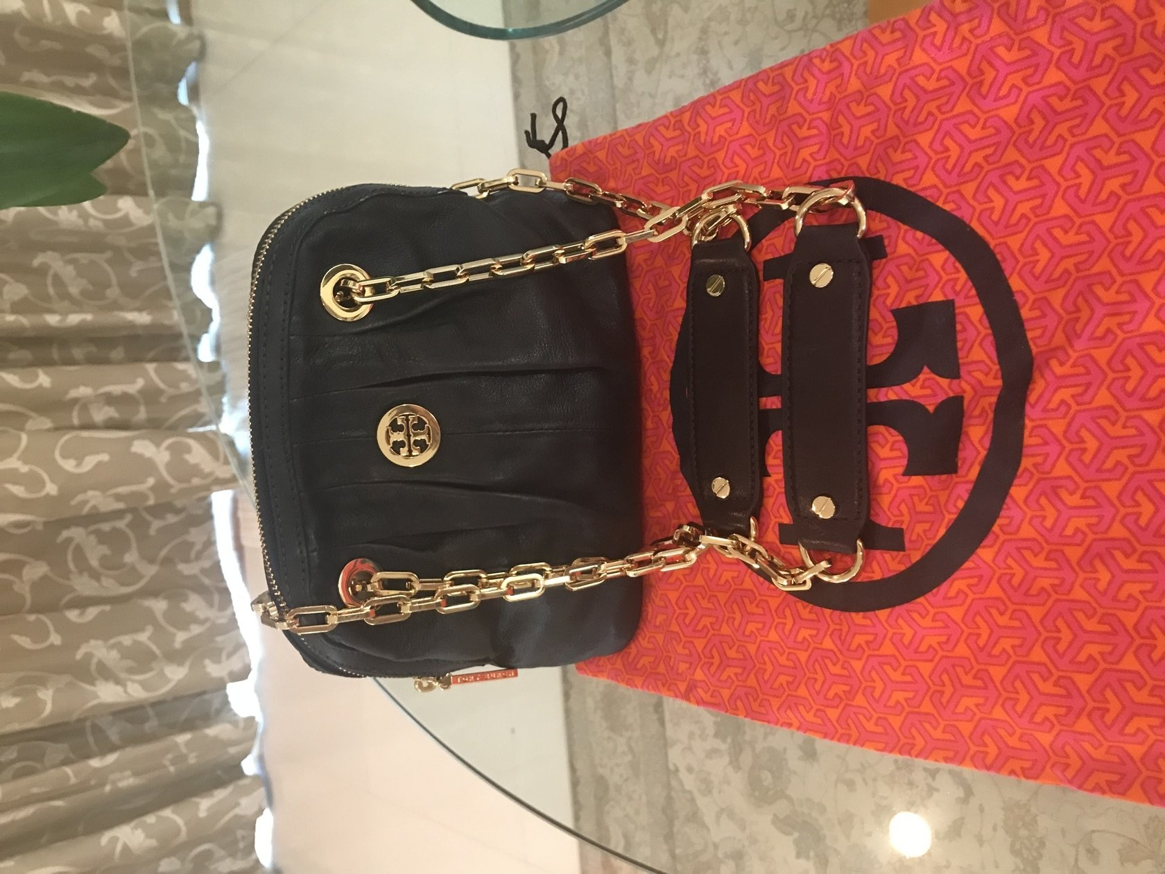 Huge Discount Tory Burch hand bag black leather