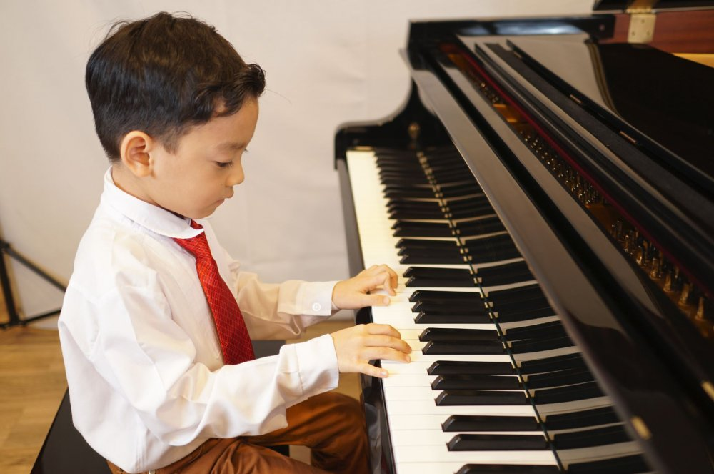Music Lessons in Phuket: Violin, Piano, Singing, Classical Guitar, Saxophone, Flute, Clarinet, Music Theory
