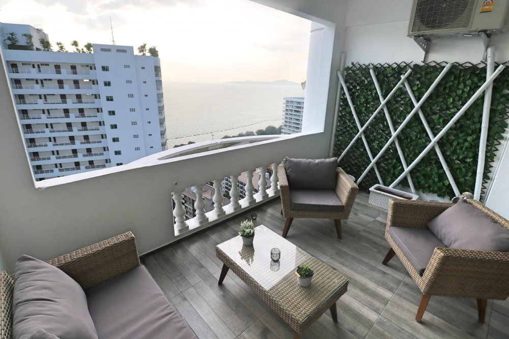 For sale and for rent; Jomtien Complex, 25th floor; also FINANCE!