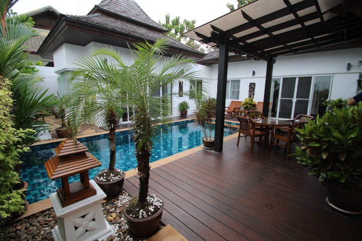 2 Bedroom Balinese Villa for Sale – Nai Harn, Phuket