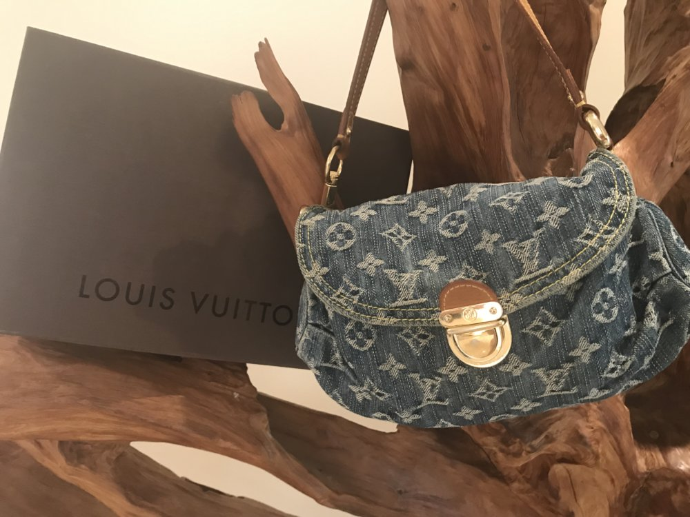 Louis Vuitton Blue Monogram Denim Pleaty – ฿15000 (Phuket)