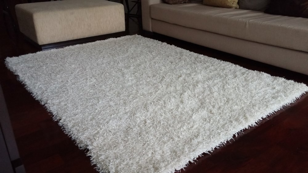 White lounge carpet