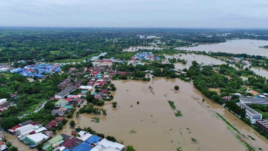 Sakon Nakhon floods easing. Authorities worried about more rain. | The Thaiger
