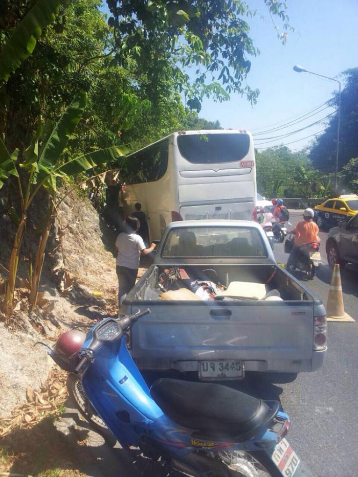 Chinese tourists safe after brakes fail on Phuket's Patong Hill | Thaiger
