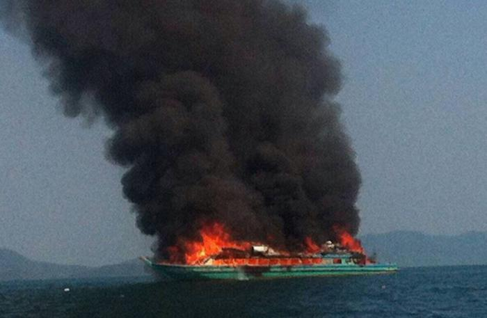 Video Report: Uninsured Phuket ship sunk by fire, owners estimate 5mn in losses | Thaiger