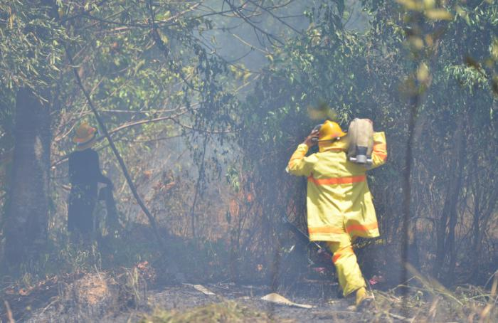Dry Phuket conditions cause another blaze to errupt | Thaiger