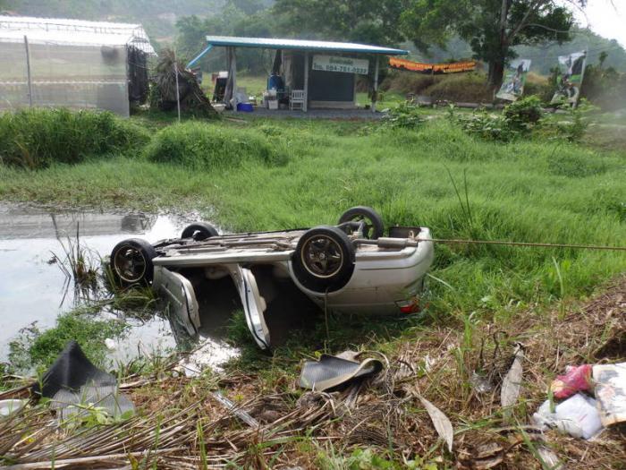 Phuket banker dies after car crashes into pond | Thaiger