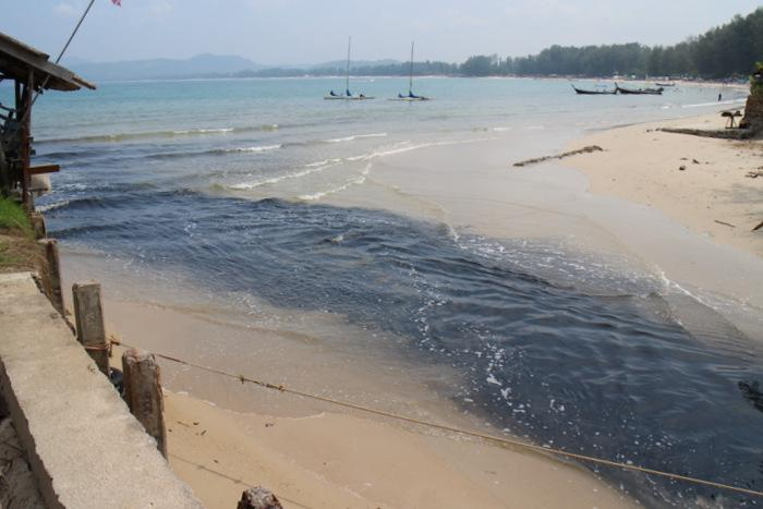 Phuket's black wastewater oozes toward tourists | Thaiger