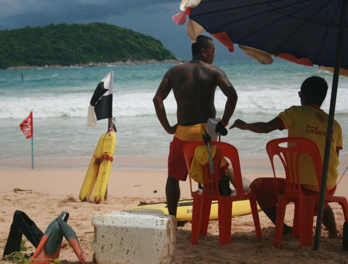Lifeguards walk off Phuket beaches as PPAO drops ball on contract | The Thaiger
