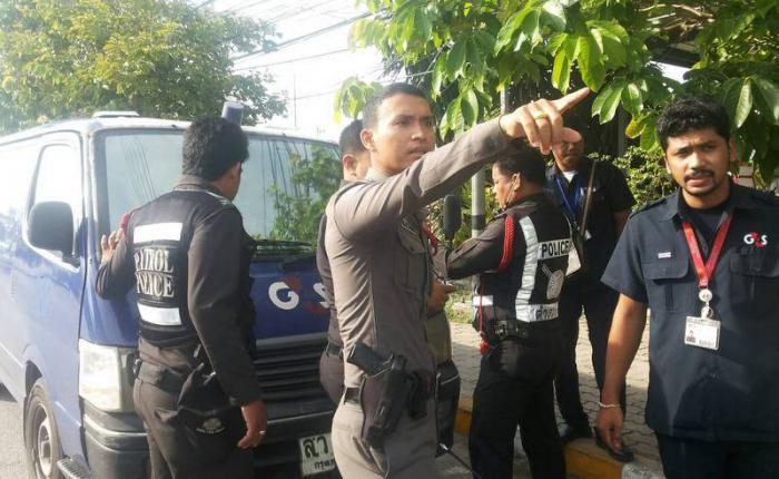 Men fire on Phuket armored van transporting B10mn, then flee as van gives chase | Thaiger
