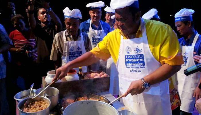Chalong cooks up Phuket favorites at annual food fair | Thaiger