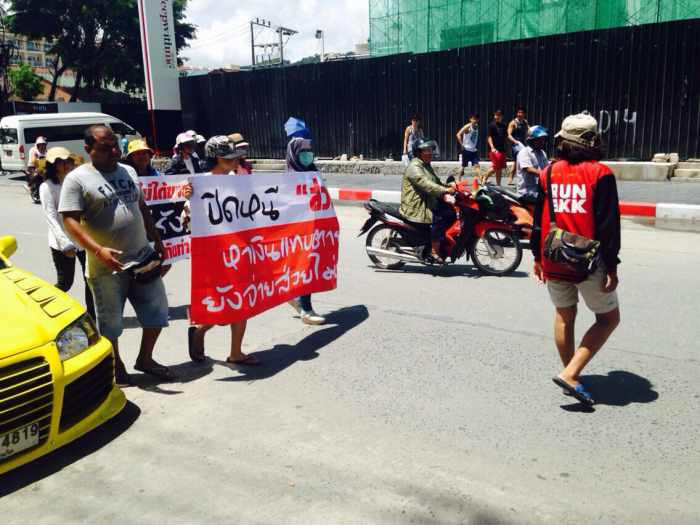 Breaking News: Phuket pirated goods vendors protest paying off officials | Thaiger
