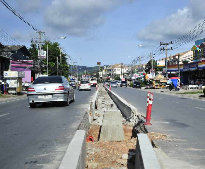 Road divider to feature lights and landscaping | Thaiger