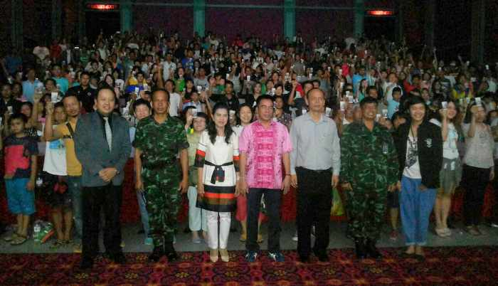 Phuket crowds throng to revel in free Naresuan epic | Thaiger