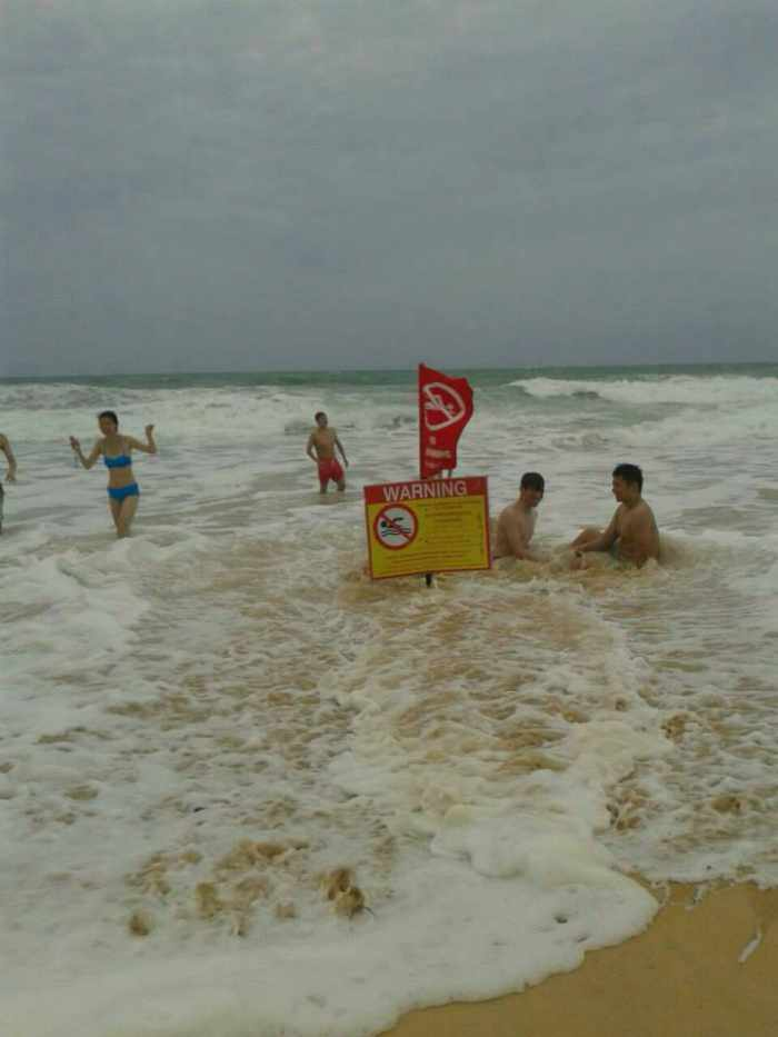 Lifeguards beg beachgoers to stay safe as waves become deadly | Thaiger