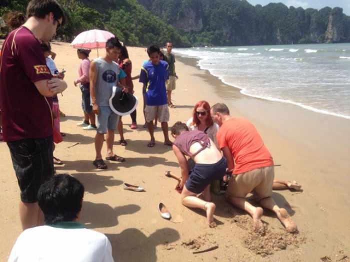 Krabi tourist dies after sunbathing on beach | The Thaiger