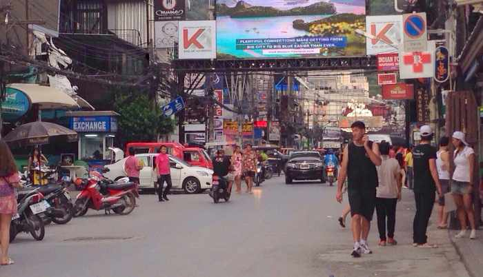 Patong nightlife operators to risk assembly ban to plea for curfew to be lifted   The Thaiger