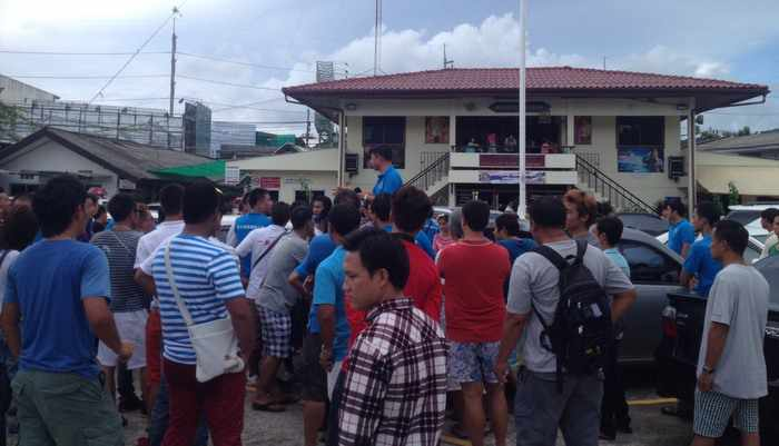 Breaking News: Furious tour guides protest at Chalong Police Station over arrest   The Thaiger