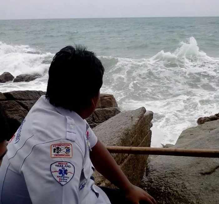 Slip on Phuket rocks costs fisherman his life | The Thaiger
