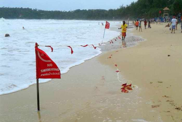 Hazardous rip currents force closures of popular Phuket beaches | The Thaiger