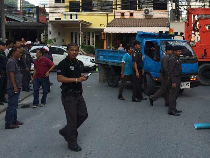 Destruction of Patong taxi booths underway | Thaiger