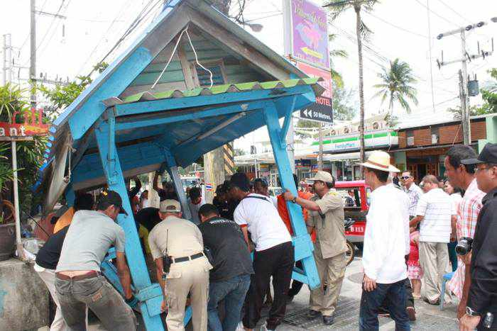 Kalim residents beg police to have mercy on taxi stands | Thaiger