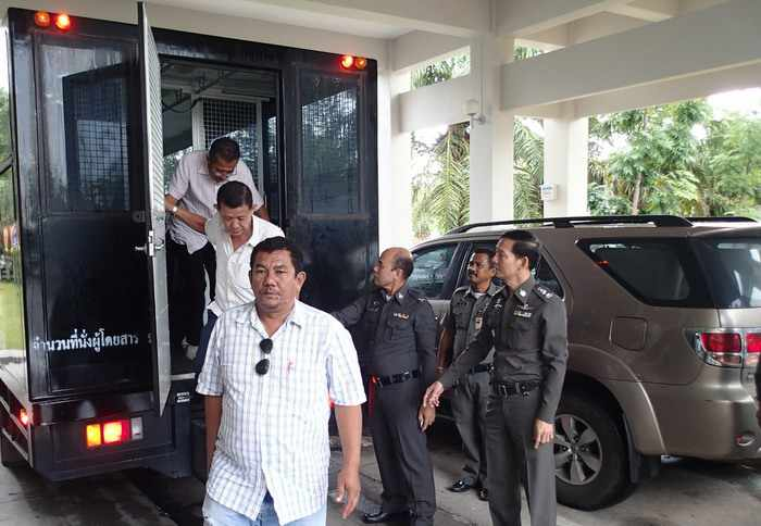 10,000 pages of evidence turned over to Phuket prosecutor for taxi-mafia cases | Thaiger