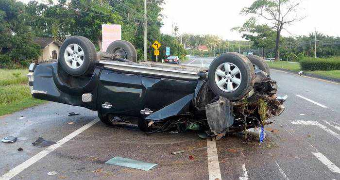 Driver escapes serious injury in Phuket pick-up truck flip | Thaiger