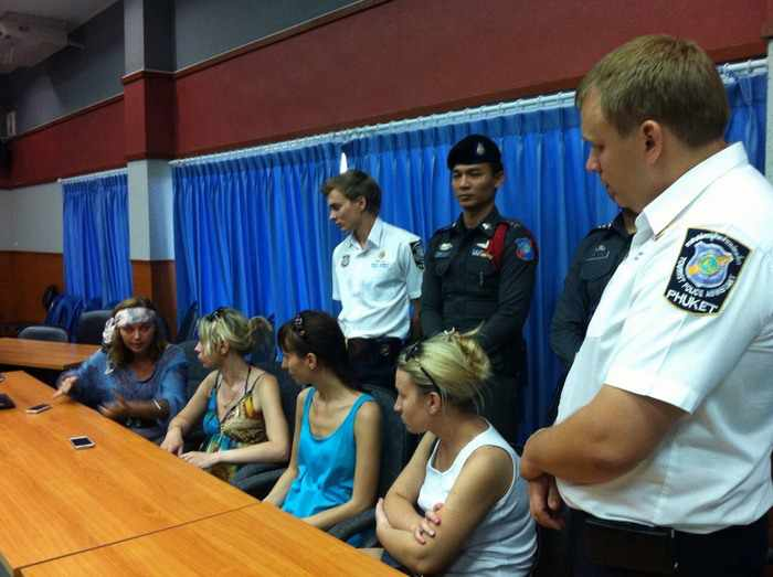 Seven arrested for stabbing theft attacks on Phuket tourists | Thaiger