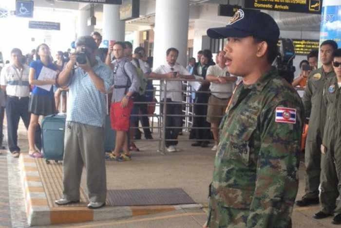 Breaking News: Army launches offensive against Phuket Airport taxi drivers | Thaiger