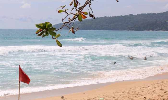 Phuket Governor cleans Karon Beach, urges beachgoers to obey red flags | Thaiger