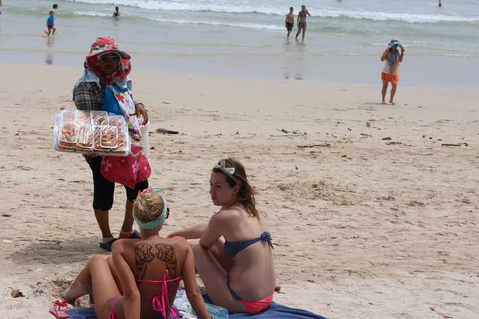 Ousted Patong beach vendors promised employment-advice meeting | Thaiger