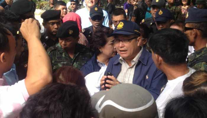 Breaking News: Phuket beach vendors push back at military attempt to clear Patong Beach | Thaiger