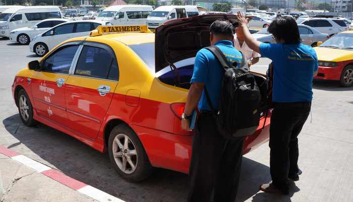 Poll: Phuket majority demands cheaper taxis, outliers say 'pay more' | The Thaiger