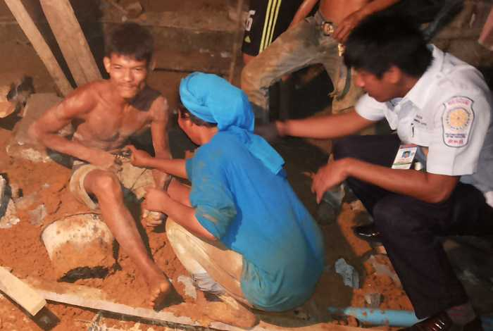 Myanmar worker saved after Phuket retaining wall collapses | The Thaiger