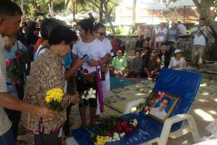 Suicide victim's mum reveals letter calling for return of Phuket beaches to vendors | The Thaiger