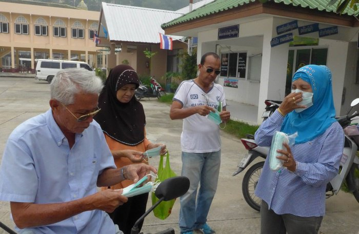 Free air pollution masks distributed at Phuket hospitals, government offices [video] | Thaiger