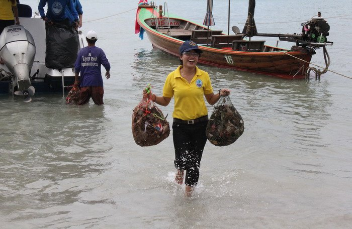 Phuket divers lift 400kg of rubbish from Karon waters [video]   Thaiger