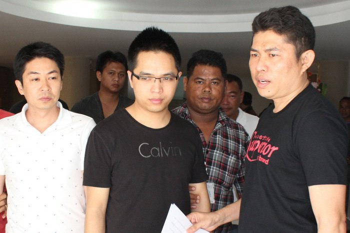 Chinese duo caught in Phuket skim scam | The Thaiger