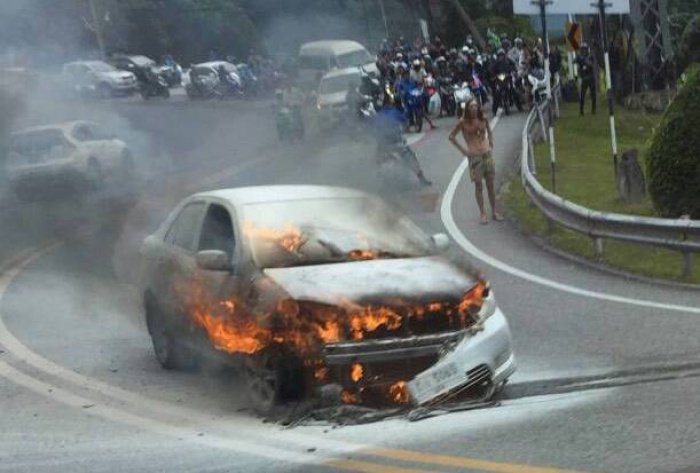 Frenchman escapes flaming car on Phuket hill [video] | Thaiger
