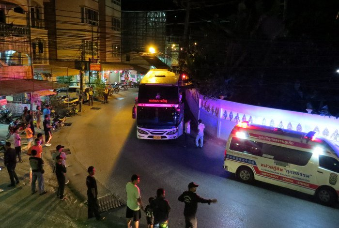 Brakeless tour bus driver safely stops on Patong Hill | The Thaiger
