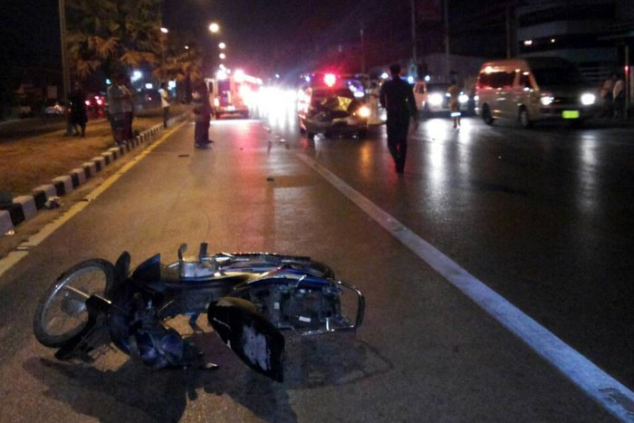 Chinese tourists safe after airport taxi slams into motorcycle, kills man | Thaiger