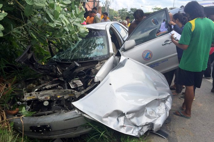 Phuket airport taxi slams into 18-wheeler | The Thaiger