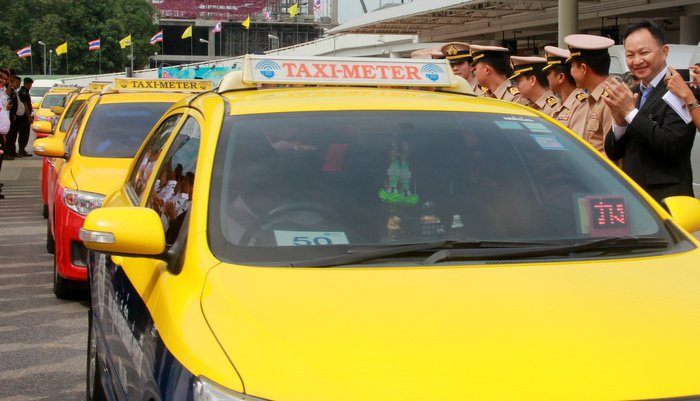 New taxi queues announced for Phuket | The Thaiger