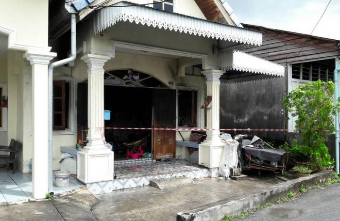 Fire guts house in Phuket Town | The Thaiger