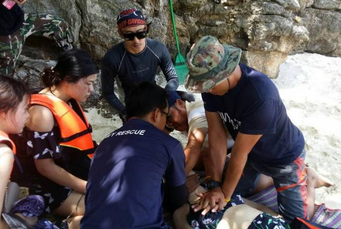 Longtail passengers rescue fellow tourist | The Thaiger
