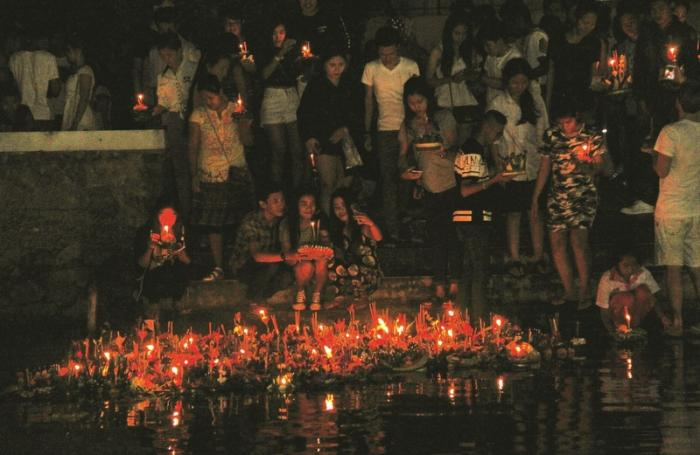 Waterways lit with thousands of lanterns for Loy Krathong | The Thaiger