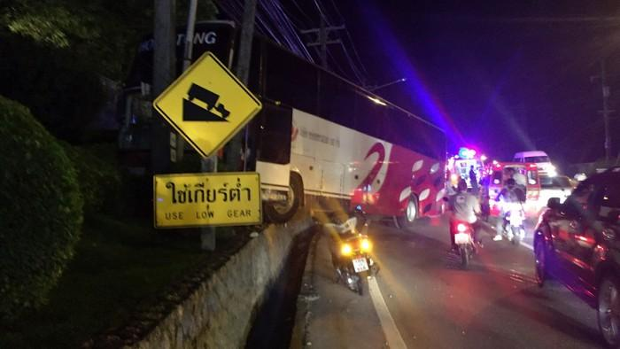 Motorcyclists injured in coach collision on Patong Hill | The Thaiger